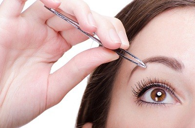 14 Top Tweezing Tips for the Perfect Brow